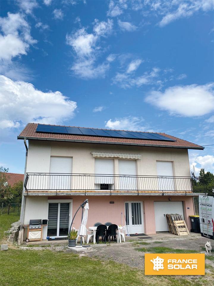 Pose de 20 Panneaux solaires Photovoltaïques en surimposition par les équipes de France solar