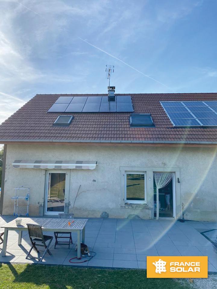 Photo de la pose de 10 Panneaux Solaires Photovoltaïques Dualsun