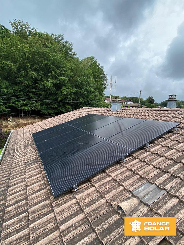 Photo de la pose de 10 panneaux photovoltaïque