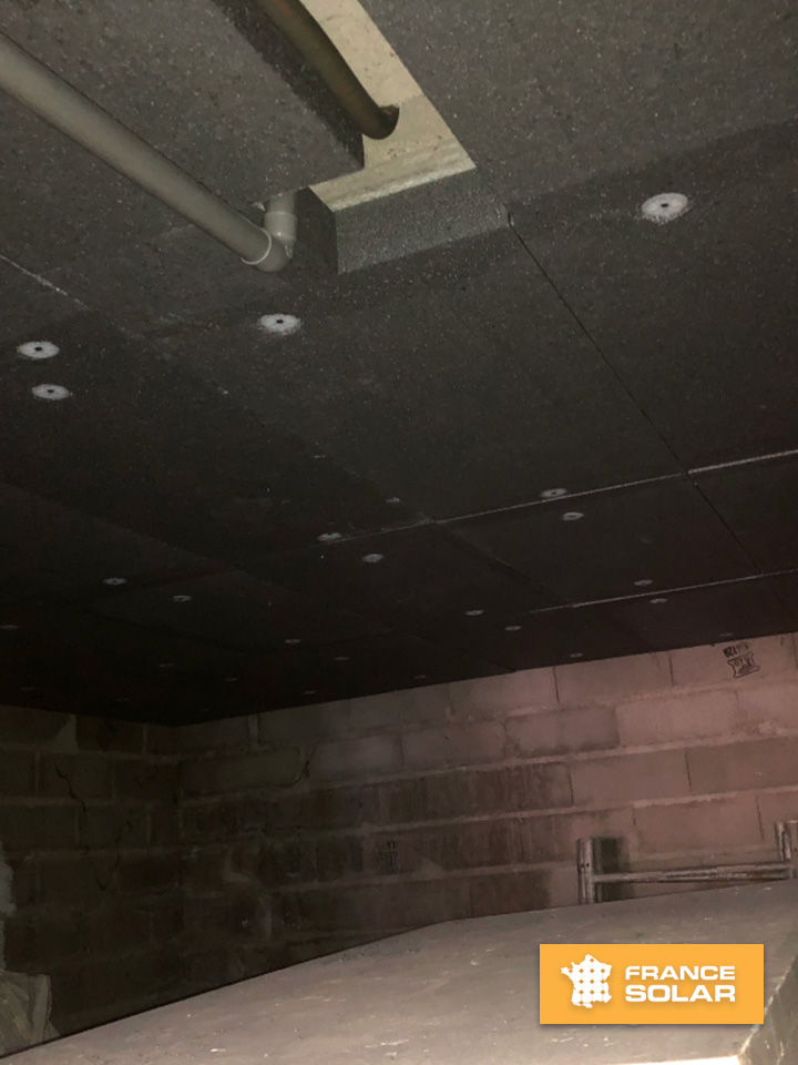 Pose d'isolation sur le plancher bas de Jules à Fameck (55290), Grand-Est, dans le cadre de l'opération isolation 1€