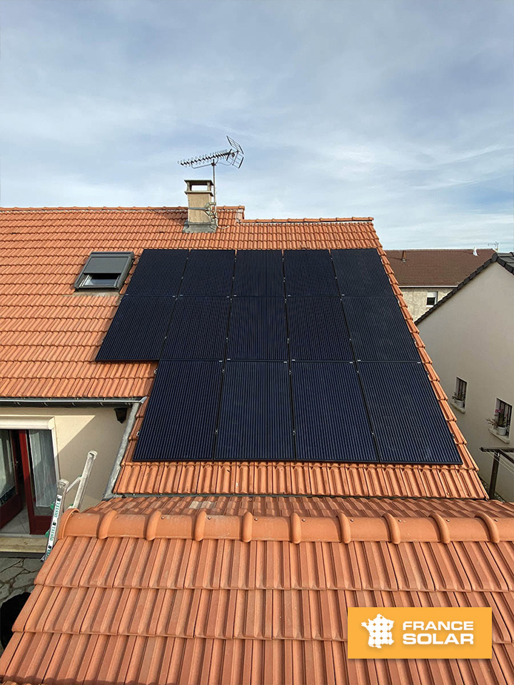 Installation de 14 panneaux solaires photovoltaïques - vue d'ensemble