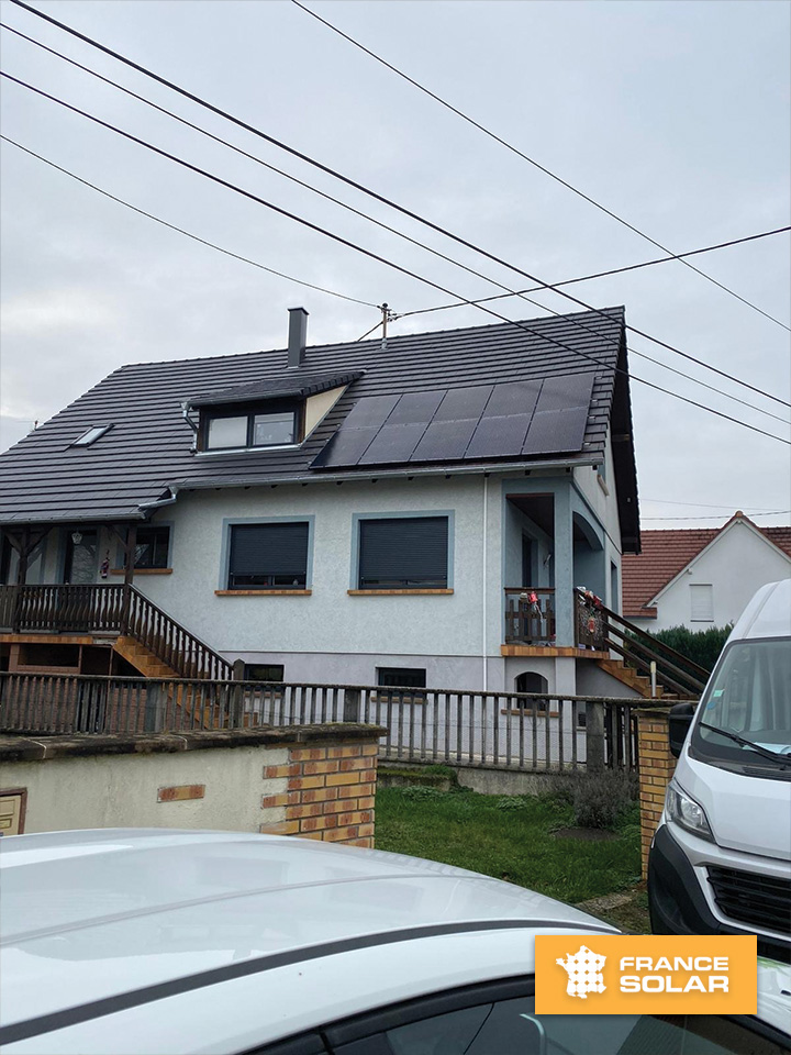 Installation de 10 panneaux solaires noirs - 30000 Wc - Client à Weibruch