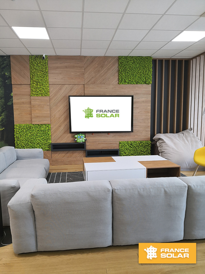 France Solar 2020 : Photo du salon France Solar Hoerdt - Ambiance conviviale, colorée aux couleurs de l'entreprise (Photo prise le 28 Juillet 2020)